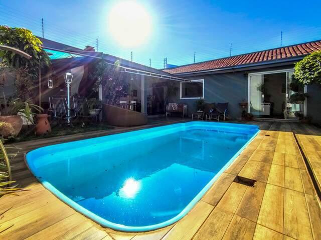 Casa com piscina no Jd. Flamboyant