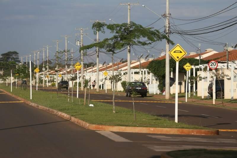 Condomínio Village Parati oferece segurança aos moradores, apesar de casas geminadas, com espaço pequeno (Foto: Marcelo Victor)