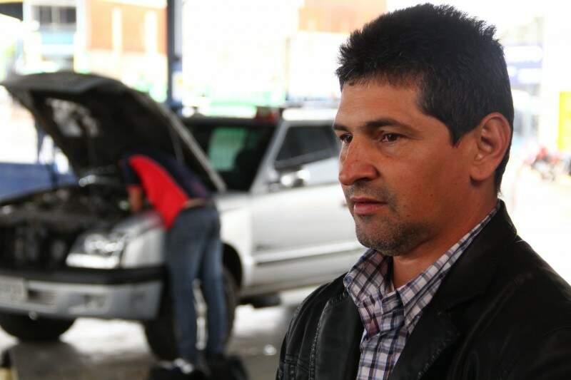 Miguel levou veículo hoje e aproveitou calmaria em credenciada. (Foto: Marcos Ermínio)
