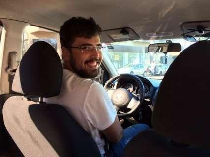 Nossa primeira experiência no Uber tem o sorrisão de Vinícius ao volante