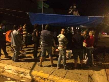 Terceirados pela Omep e Seleta continuam protesto em frente ao Fórum