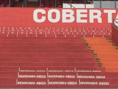 Detalhe do espaço reservado a obesos no Estádio Morenão (Foto: Paulo Nonato de Souza)