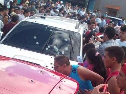 Tiroteio no centro de Ponta Porã deixa um morto e motociclista ferido