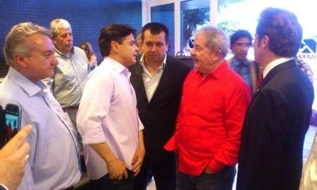 Lula chega a Corumbá, dribla imprensa e se reúne com Delcídio