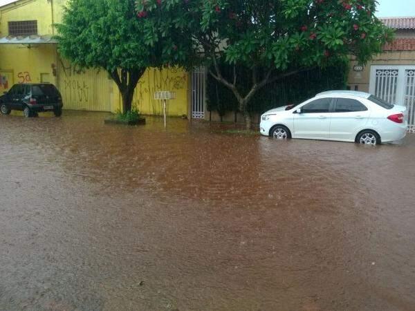 Situação atingiu local novamente a rua Taquari, no bairro Santo Antônio (Foto: Direto das Ruas)