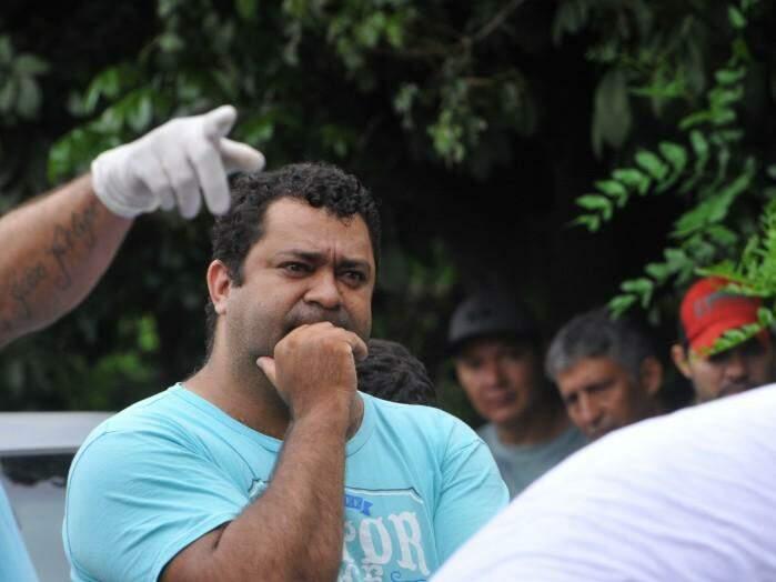 Ronaldo Correia do Nascimento, 36 anos, no local da morte do irmão. (Foto: Alcides Neto)