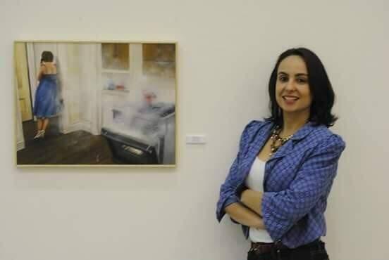 A artista durante a exposição do seu trabalho (Foto: Pamela Paine)