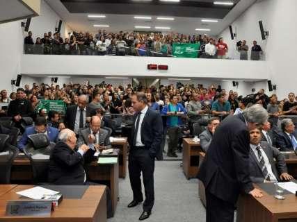 Deputados admitem pressão, mas negam que mensagens mudaram votos