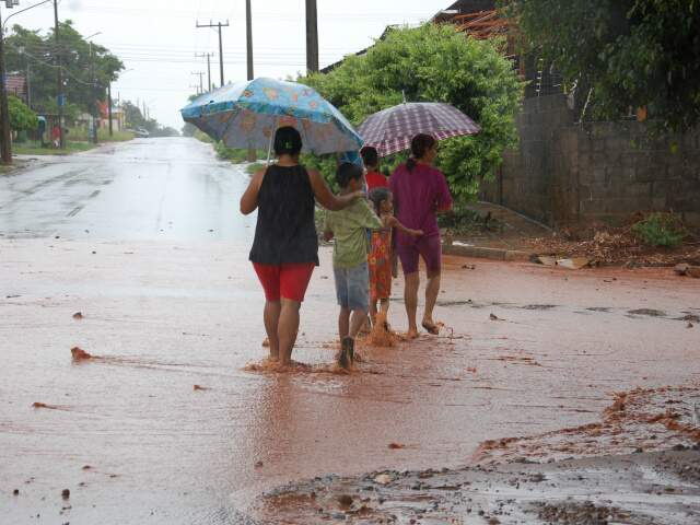 Rua Nafe Pael, no bairro Nova Lima. (Fotos: Simão Nogueira)