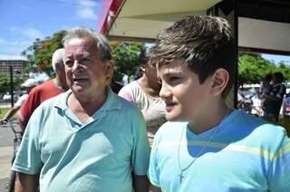 Milton passou a paixão pelo Verdão para o neto, Caio, de 11 anos (Foto: João Garrigó)