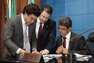 Beto Pereira (PSDB), Renato Câmara (PMDB) e Rinaldo Modesto (PSDB), durante sessão na Assembleia (Foto: Assessoria/ALMS)