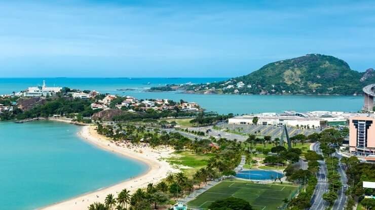 Vitória é uma cidade rodeada de praias, a maior e mais popular é a Praia da Camburi com 6 km de extensão (Foto: Reprodução)
