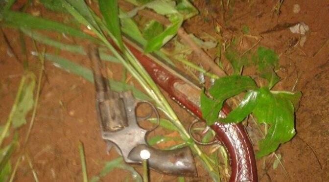 As armas usadas pelos bandidos foram apreendidas pela polícia. (Foto: Divulgação Polícia Militar)