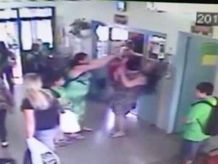 Mãe que agrediu professora pode responder por desacato, diz delegado