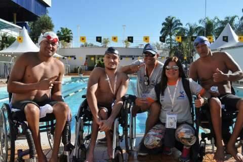 Paratletas de MS comemoram medalhas no atletismo e natação