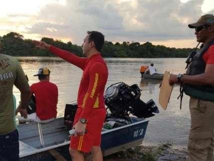 Barco vira com oito pessoas no rio Taquari e jovem está desaparecido
