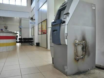 Bandidos tentam arrombar caixa eletrônico de central de pagamento no Aero Rancho