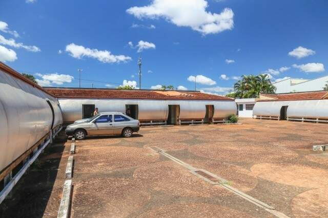 Pátio servia e serve até hoje de estacionamento. (Foto: Arquivo/Fernando Antunes)