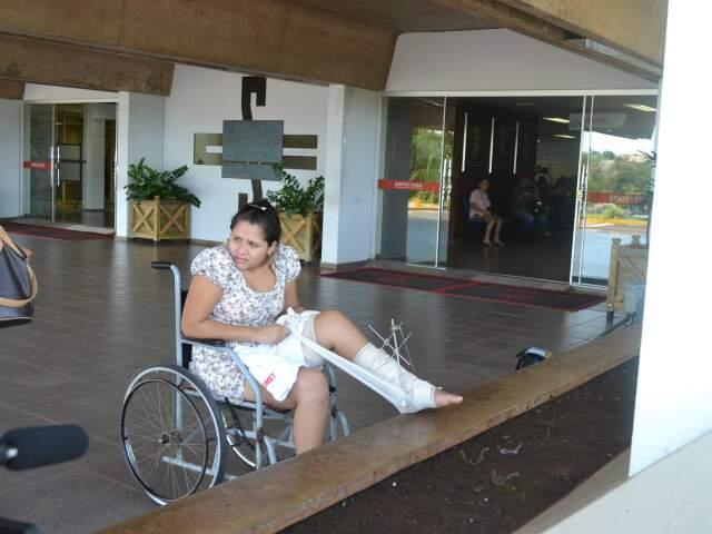 Adrieli passou um mês internada na Santa Casa. (Foto: Viviane Oliveira)