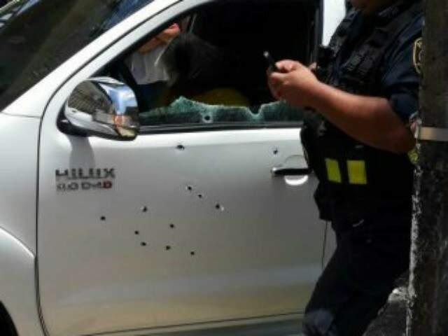 Caminhonete em que as vítimas estavam foi atingida por mais de 30 disparos (Foto: ABC Color)