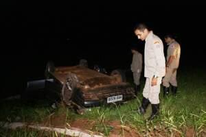 Carro ficou destruído. (Foto: Renato Vessani / Vicentina Online)