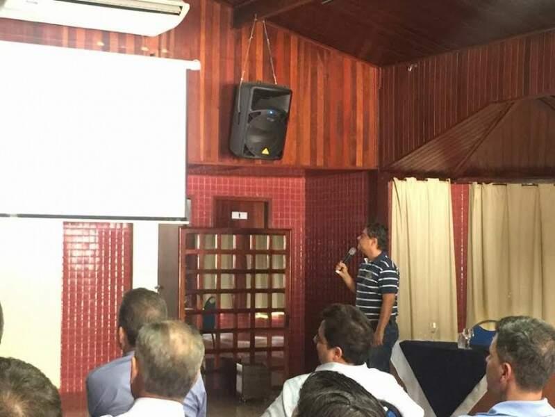 Ex-prefeito Nelsinho Trad aconselha o irmão. (Foto: Divulgação)