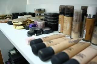 Entre os produtos preferidos dela estão MAC, Forever e Dior.