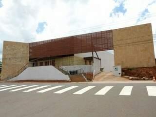 Fachada ainda em fase de acabamento na Afonso Pena. (Fotos: Cleber Gellio)