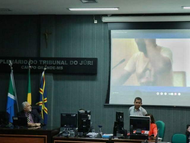 Nando acompanhou o julgamento por videoconferência (Foto: Henrique Kawaminami)