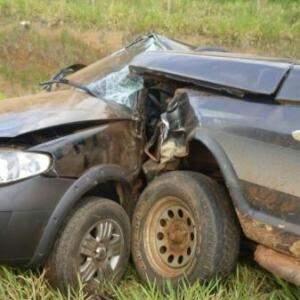 Camionete bateu na porta do motorista (Foto: Direto das Ruas)