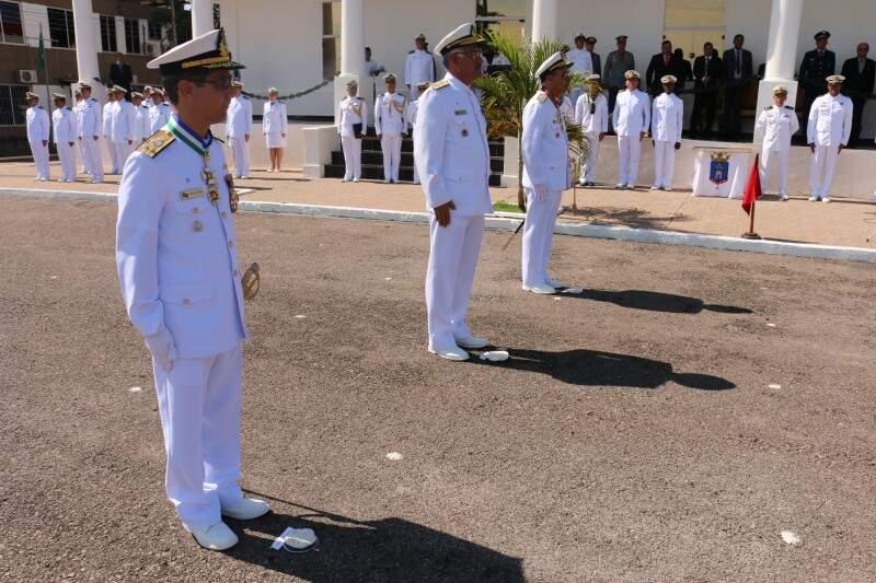 Barros Coutinho assumiu o comando do 6° Distrito Naval em cerimônia nesta sexta-feira (Foto: Assessoria/Marinha)