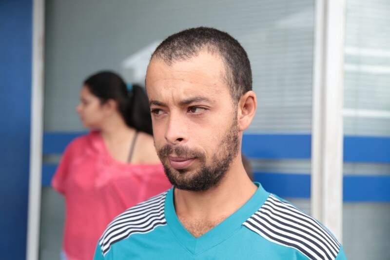 O pedreiro Rodrigo de Castro pretendia usar o dinheiro para as compras das festas de fim de ano. (Foto: Fernando Antunes)