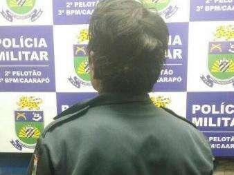 Homem é preso com farda que pode ter sido roubada de policiais em confronto
