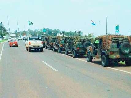 Exército põe tanques nas ruas da fronteira com o Paraguai