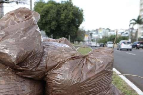 Prefeitura paga R$ 10 milhões e empresa retoma coleta de lixo hoje