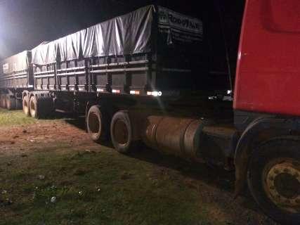 Caminhão escondido em mata carregava 880 caixas de cigarros