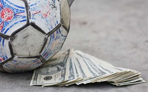 O vale tudo pelo poder no futebol inclui até garotas de programa