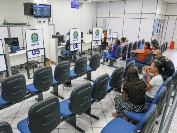 Agências fecham por aposentadoria de servidores. Dos 73 responsáveis por superintendência do trabalho no Estado, 20 já podem solicitar o benefício (Foto: Paulo Francis)