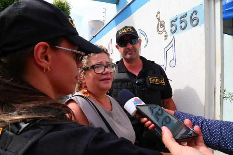 Maria Aparecida deixa a sede da Omep ao ser presa durante a operação Urutau. (Foto: Marcos Ermínio)