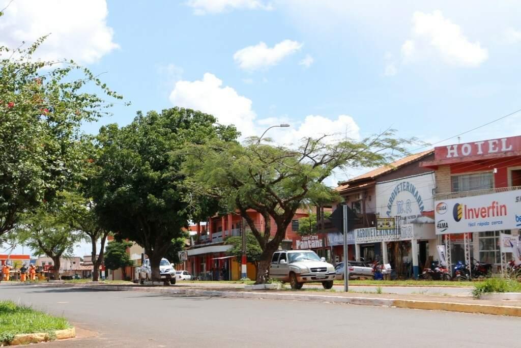 Rua que separa Coronel Sapucaia de Capitán Bado, na fronteira com o Paraguai (Foto: Helio de Freitas)