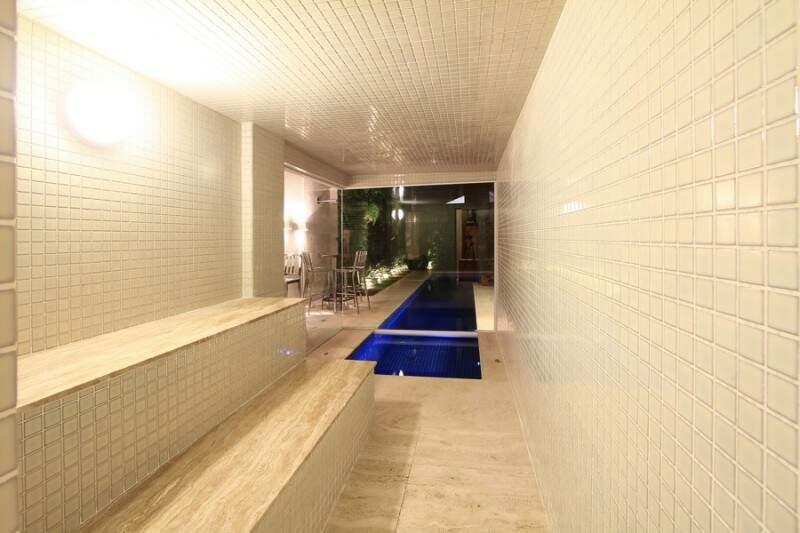 Piscina vai até sauna para um mergulho ou outro. (Foto: Gilson Barbosa)
