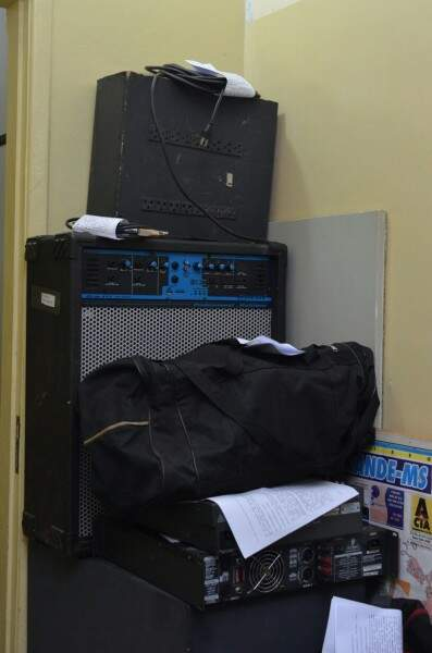 Equipamento de som usado na festa foi apreendido. (Foto: Vanessa Tamires)