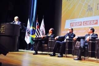 Ministro Ronaldo Nogueira (o primeiro à direita) durante evento em São Paulo (Foto: Fabrício Castro/ASCOM - Ministério do Trabalho)