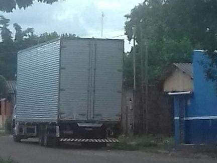 Carga de cigarro pivô das prisões estava neste caminhão. (Foto: Direto das Ruas)