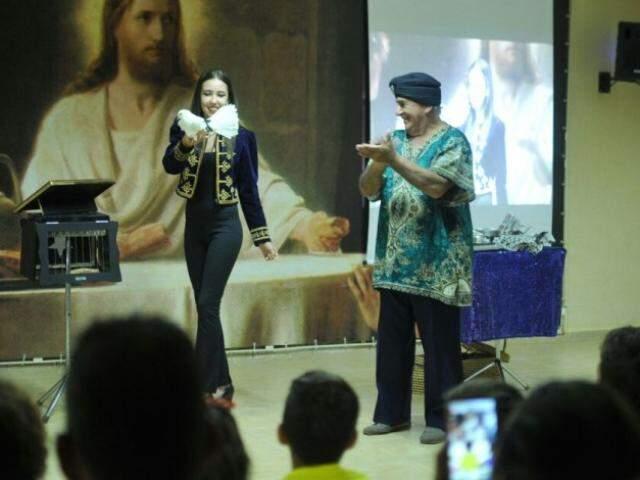 Tabajara e filha Layana em uma das apresentações. (Foto: Alcides Neto)