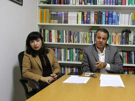 Kézia Miranda e Oton Nasser defendem um grupo de dez trabalhadores. (Foto: Alcides Neto)