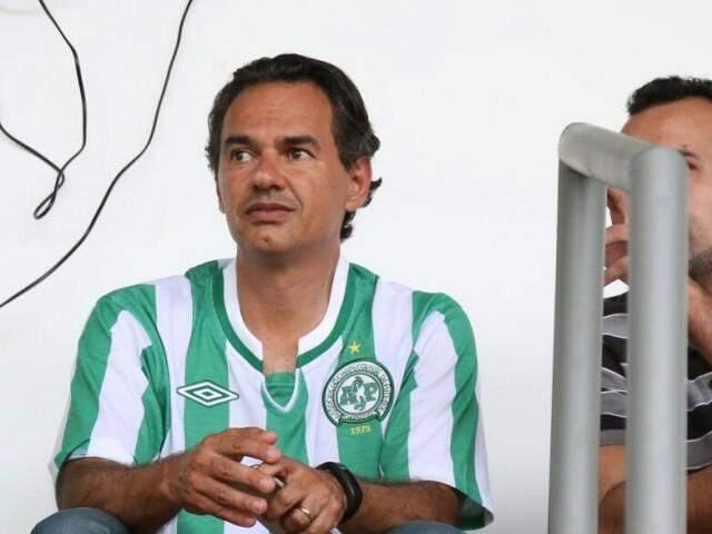 Marquinhos respondeu sobre derrubada de casas enquanto assistia ao duelo entre Comercial e Novo (Foto: Marcos Ermínio)