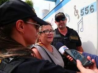 Maria Aparecida deixando a sede da Omep, pela manhã; ela disse, na ocasião, que não sabia do que se tratava a operação (Foto: Marcos Ermínio)