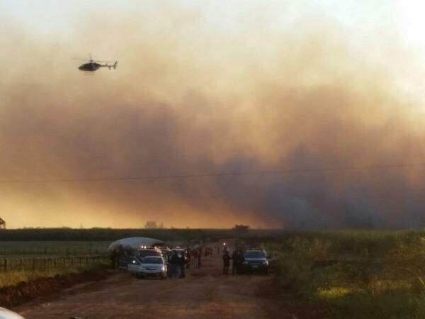 Helicóptero do Bope fez a visualização aéra da região (Foto: Sidney Bronka)