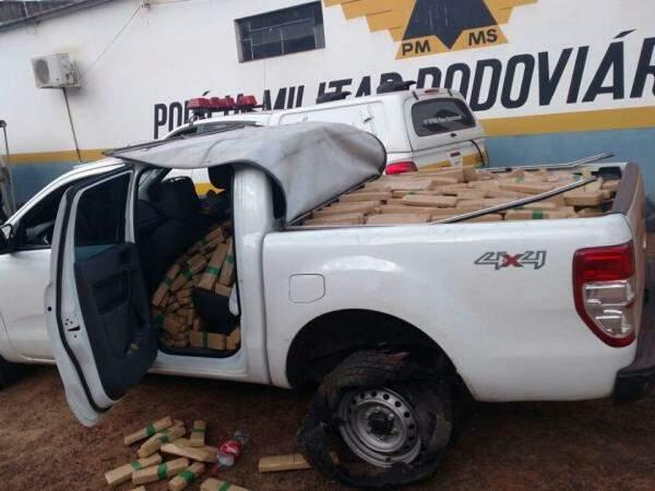 No veículo foram encontradas quase 1 tonelada de maconha (Foto: Divulgação)